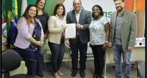 Prefeitura deTavares firma parceria com a UERGS (Universidade Estadual do RS) para promover o ensino, a pesquisa e extensão.