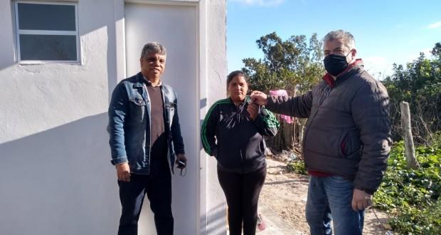 Convênio celebrado com a FUNASA tem sua 1ª etapa concluída e a Prefeitura de Tavares realiza a entrega de 05 Módulos Sanitários a cinco famílias no Município de Tavares.